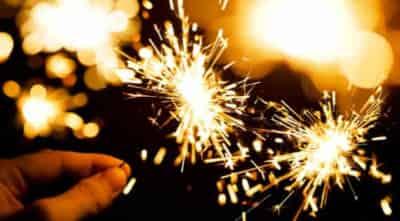 Hóa học đằng sau pháo hoa cầm tay
